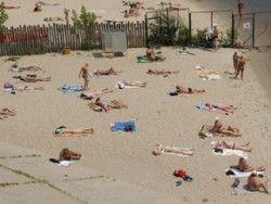 Автолюбителя БМВ, переехавшего загоравшую на пляже женщину, побили до издержки сознания