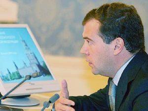 Вице-президент Медведев испугался числу потерянных в ДТП
