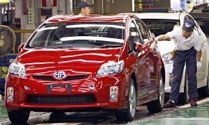 В первый раз в течение года Тойота делает комплект рабочих