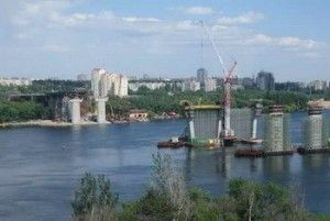 Ющенко исследует сооружение автомагистрали в Запорожье