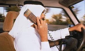 В большинстве случаев автолюбители отвлекаются на мобильные и детишек