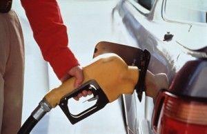 Автогонка за бензинными баллами привела к очередям на АЗС