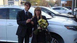 В Lexus Сіті Плаза привітали першого в Україні власника офіційного повного гібриду Лексус