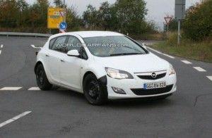Неопознанный Opel, возможно Zafira 2012