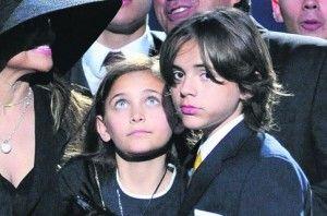 Дети Майкла Джексона попали в ДТП