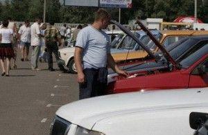 Российский автомобильный рынок как и прежде падает