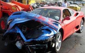 Доморощенный гонщик дважды разбил Ferrari