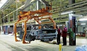 Производство легковых автомобилей в России упало на 61,8%