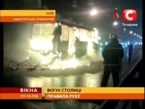 В Киеве на Московском мосту горела маршрутка