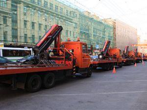 Эвакуаторы заберут машины от станций метрополитена в центре Города Москва