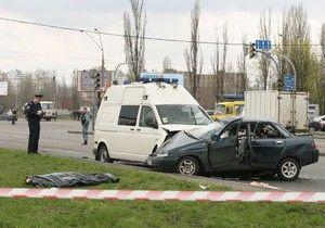 Янукович сострадает родным мертвого в ДТП в процессе проезда президентского кортежа