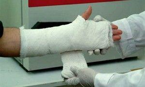 Инспектор ГИБДД разломал руку пенсионеру