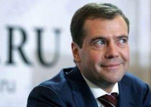 Медведев в первый раз проехал по Москве в автомобиле