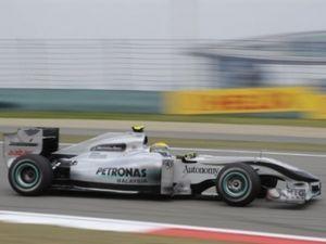 Мерседес повысит колесную основу болида Формулы-1