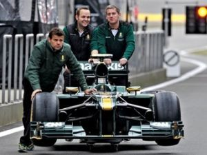 Машины Формулы-1 Лотус в Испании будут на сек стремительней