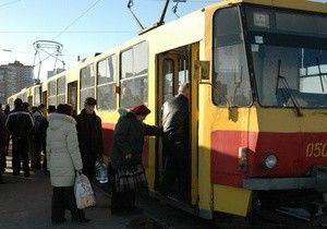 В центре Одессы из-за запаркованного Мерседес сформировалась пробка из 13-ти трамваев