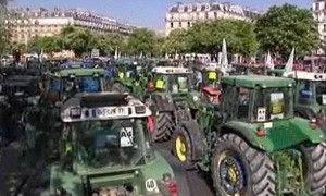 Французские крестьяне закрыли центр Рима тракторами