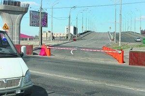 Для кортежа Януковича раскрыли Гаванский мост в Киеве