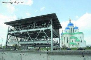 В Киеве оснастили автомобильную парковку с лифтом
