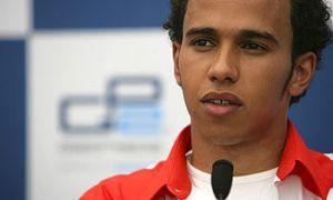 Автомобильный спорт: Хэмилтон сожалеет, что не смог сыграть с Шумахером