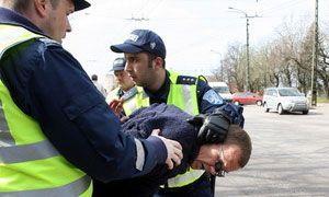 Милиция Румынии приостановила нетрезвого неквалифицированного автолюбителя