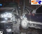 """В центре Киева авто """"Ford"""" проломил припарковавшийся внедорожник. ФОТО."""