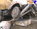 ДТП на Днепровской бульварной: 30-тонный грузовой автомобиль поехал на обочину… ФОТО.