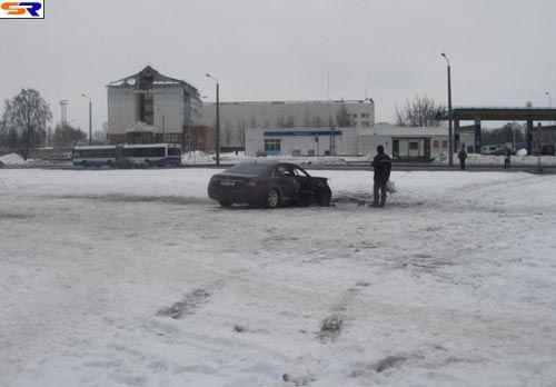 Взорванный Mercedes. ФОТО