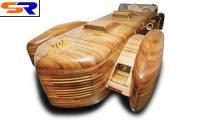 Североамериканский старик основал сделанный из дерева авто