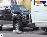 В Киеве внедорожник проломил автобус, возивший милиционеров.
