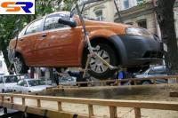 Высший управленческий трибунал Украины объявил легальной эвакуацию неверно стоящих автомашин