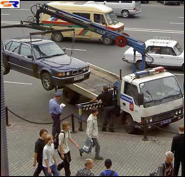 Эвакуаторы убрали в Киеве около 100 авто за выходные