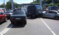 """""""Излишний"""" выходной в Украине привел к неурядице на автодорогах"""