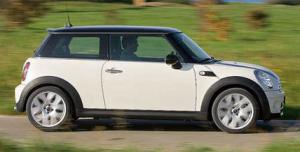 В семействе Mini пополнение: бензиновый Mini One и дизельный Cooper D.