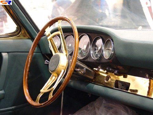 Золотой Porsche. ФОТО