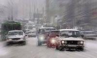 Внезапный снег обездвиживал Столицу