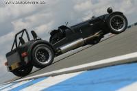Caterham X330 может разорвать Bugatti