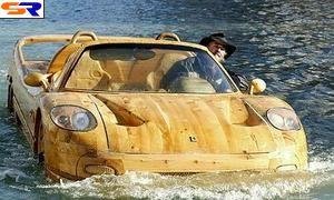 По каналам Венеции плавают автомобили-гондолы