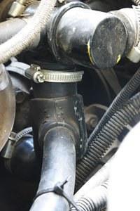 Малая эффективность воздушного охлаждения радиатора. Шланг на термостате тоже течет.