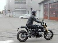 BMW R nine T в движении