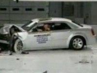 Краш-тест Chrysler 300C