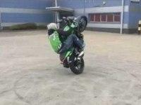 Стант на Kawasaki Z300