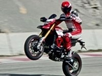 Ducati Hypermotard 939 в движении