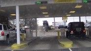 Водитель перепутал педали и «перепрыгнул» через стоящий на дороге автомобиль