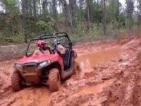 Polaris RZR 570 в грязи