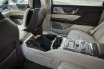 Lincoln представила юбилейную версию седана Continental с «суицидальными» дверями - фото 23