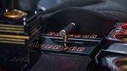 Производитель кальянов выпустил внедорожник с выдвижной гусеницей - фото 9