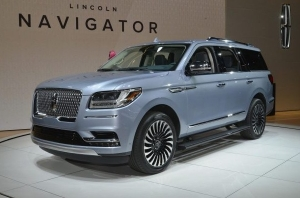 Тест-драйв {MARK} {MODEL}: Lincoln Navigator - автомобильная роскошь по-американски