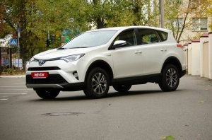 Тест-драйв {MARK} {MODEL}: Toyota RAV4 Hybrid. Сила убеждения