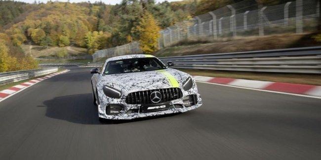 В Лос-Анджелесе дебютирует «Про-версия» Mercedes-AMG GT R